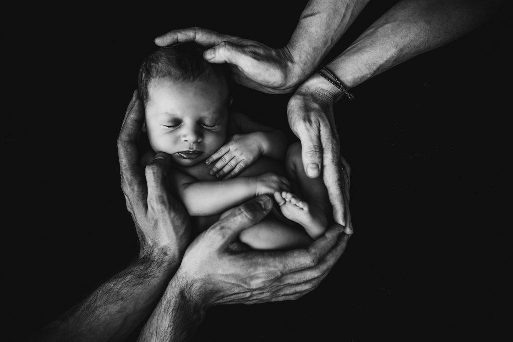 l'image que nous avons de nous-même prend forme lors du peau contre peau entre le bébé et ses parents.