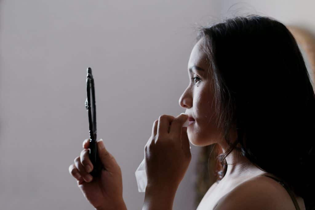 Votre peau vous parle, comprendre les humeurs de sa peau avec Isabelle Carron